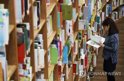 어르신용 '큰 글씨 도서' 2만4천여권 공공도서관 추가 비치