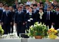 盧元大統領の墓地に献花する安氏