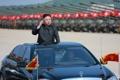 الزعيم الكوري الشمالي يستعرض حرس الشرف