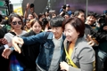 Sim Sang-jeung avec des jeunes