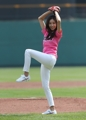 Actress Han Eun-jung throws out ceremonial first pitch