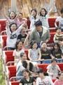 Des enfants dans un parc d'attractions