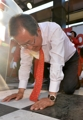 Hong Joon-pyo en plena campaña presidencial