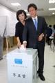 投票する劉承ミン候補