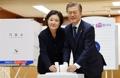 Moon emite su voto en las elecciones presidenciales