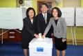 Ahn emite su voto en las elecciones presidenciales