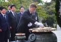 El nuevo presidente en el cementerio nacional