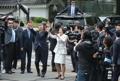 新总统夫妇抵达青瓦台挥手致意