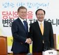 Moon con el líder parlamentario del Partido para la Justicia