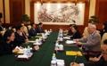 Una delegación surcoreana con un exdiplomático chino