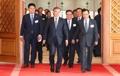 El presidente Moon Jae-in y los enviados surcoreanos