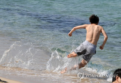 시원한 바다에 풍덩…초여름 날씨 전국..