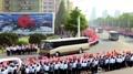 ミサイル開発者に平壌市民が歓呼