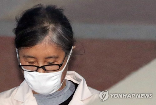 """송광용 """"최순실이 박근혜 강의료 챙겨줬다""""…崔 """"논리 비약"""""""