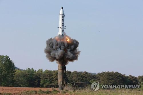 "SCMP 칼럼 ""北 미사일, 공격 정확성·핵장치 보호력 개선돼"""