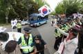 朴槿恵被告を見送る支持者