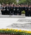 Moon en la ceremonia conmemorativa de la muerte del expresidente Roh