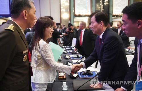 """日언론 """"한·일 국방장관 핫라인 개설 합의…北위협 신속대응"""""""