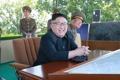 Kim Jong-un observa un concurso de pilotaje