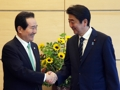 安倍首相と固い握手