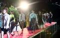 Desfile de moda en el arroyo Cheonggye