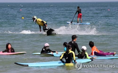 해운대해수욕장 수상오토바이·바나나보트 운영 일시 차질