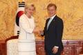 Moon se reúne con la princesa de Bélgica