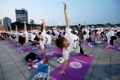 Demostración de yoga en Seúl