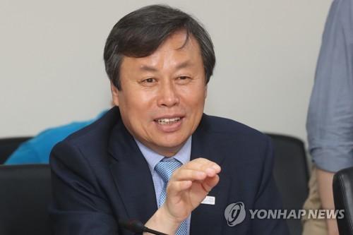 """도종환 장관 """"출판펀드 100억 조성…내년 전국서점 POS 구축""""(종합)"""