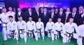 Moon con el equipo norcoreano de taekwondo