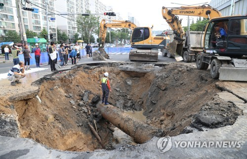 울산서 한밤중 지름 6m 싱크홀…18시간 만에 복구(종합)