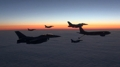 Los cazas KF-16 cruzan el Pacífico