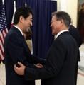 Primer encuentro entre los líderes surcoreano y japonés