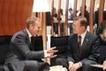 Moon se reúne con el jefe de la UE en Hamburgo