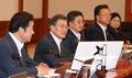 Moon preside una reunión del Gabinete