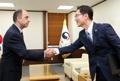 El viceministro de Unificación con el relator especial de la ONU
