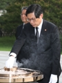 New justice minister honors war dead