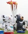 Mascotas de las Olimpiadas de PyeongChang en un parque de Seúl