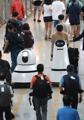 Robots guía y de limpieza en el aeropuerto