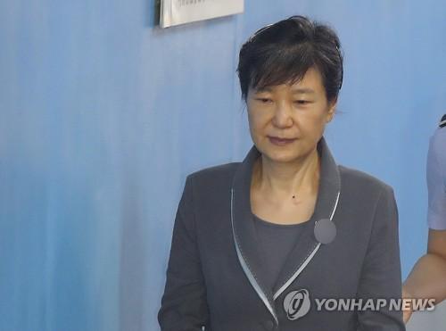 """신동철 """"박근혜, 총선 때 유승민 경쟁후보 연설문까지 하달"""""""