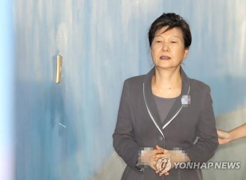 """한국당, 재판 생중계에 """"대중선동 비판 자초""""…'고마해라'"""