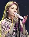 المغنية الكورية من أصل بريطاني شانون