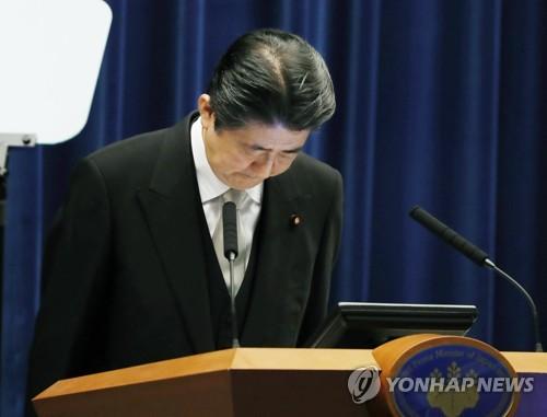 """지지율 오르자 오만해진 日여당…""""사학스캔들은 작은 문제"""""""