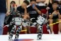 ロボットが蹴り技披露