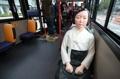 Statue de fille dans un bus