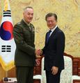 文大統領と米軍制服組トップが会談
