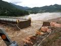 Puente destruido por las fuertes lluvias