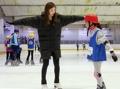 La patinadora de las olimpiadas dona su talento