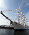 メキシコ海軍の帆船が釜山入港