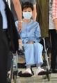 La expresidenta en silla de ruedas